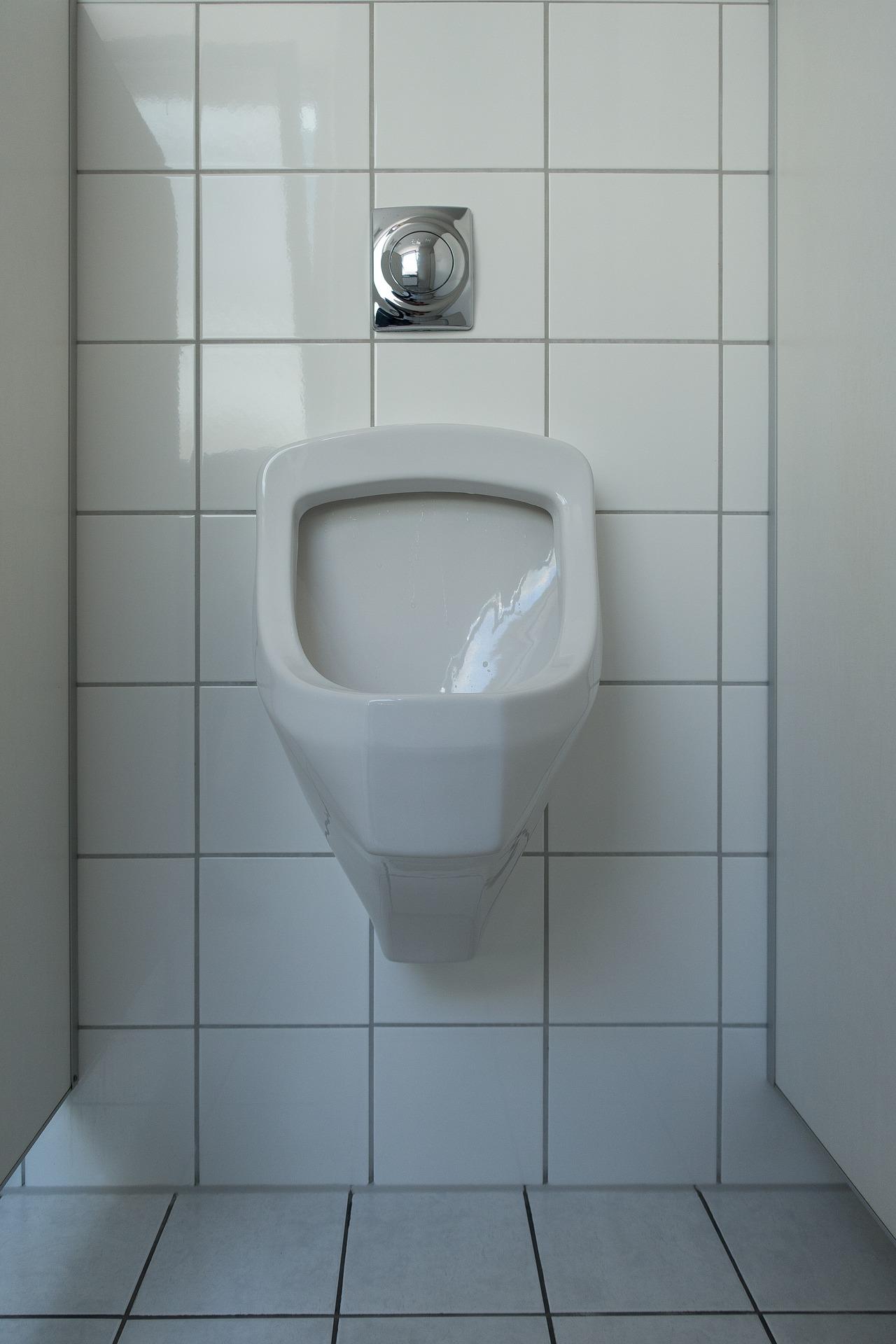 Płytki ceramiczne do małej łazienki- jakie wybrać, aby optycznie ją powiększyć?
